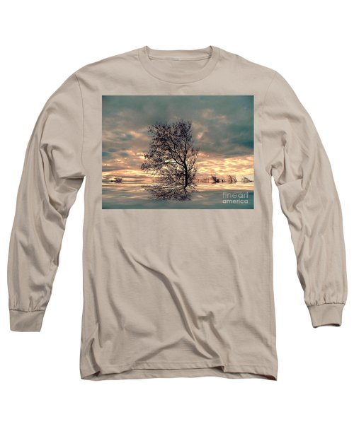 Long Sleeve T-Shirt featuring the photograph Dusk by Elfriede Fulda