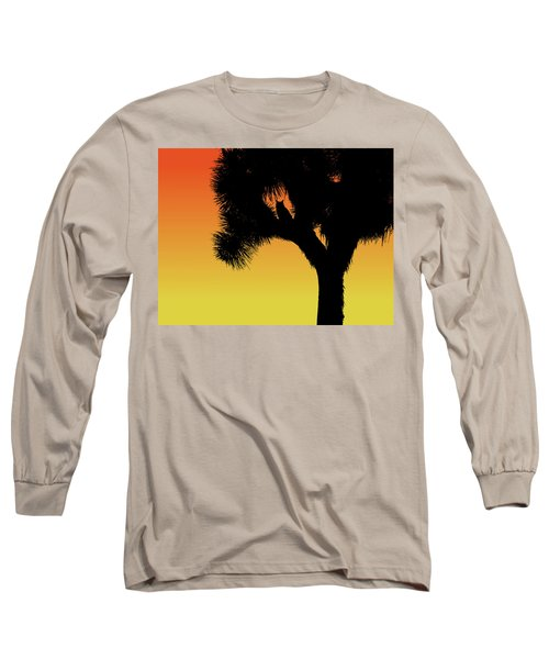 Great Horned Owl In A Joshua Tree Silhouette At Sunset Long Sleeve T-Shirt