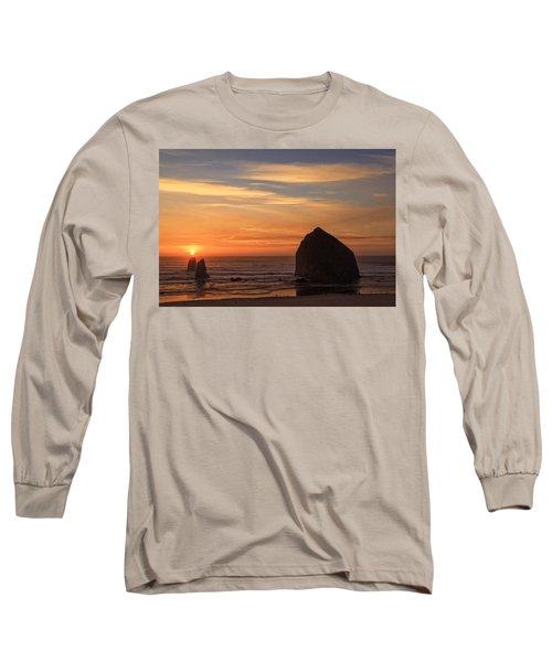 Haystack Rock Ocean Sunset, Cannon Beach, Oregon Long Sleeve T-Shirt