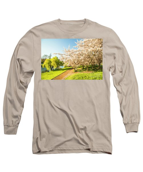Hello, I'm In Deloraine Long Sleeve T-Shirt