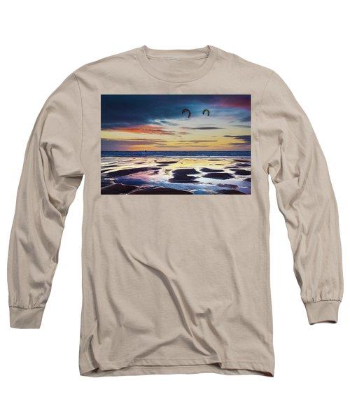 Kite Surfing, Widemouth Bay, Cornwall Long Sleeve T-Shirt
