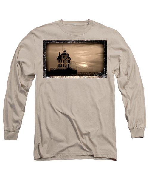 Lorain Lighthouse - Lake Erie - Lorain Ohio Long Sleeve T-Shirt