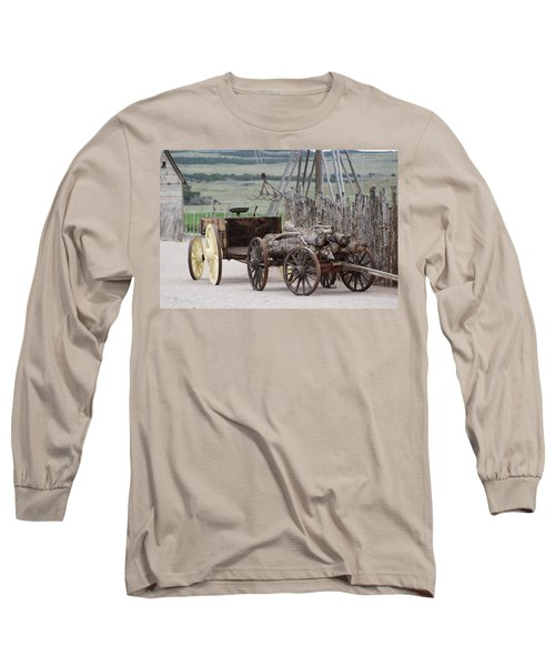 Old Tractor And Wagon In Foreground Cove Creek Fort Photography By Colleen Long Sleeve T-Shirt