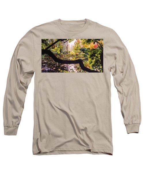 On Oscar - Claude Monet's Garden Pond  Long Sleeve T-Shirt