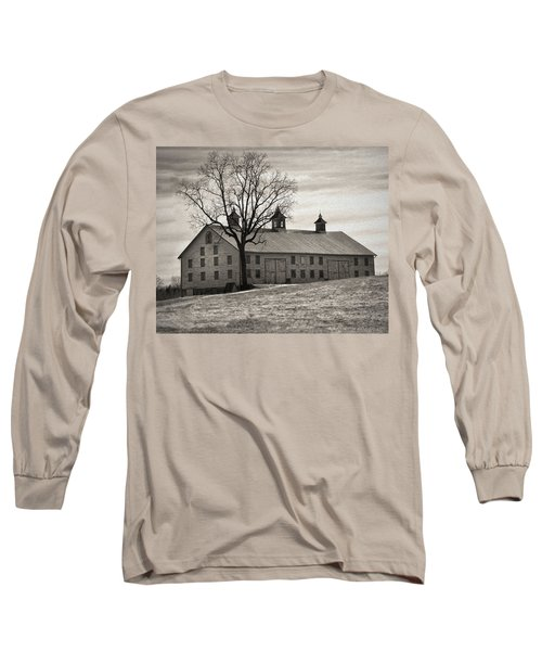 Long Sleeve T-Shirt featuring the digital art Pennsylvania Barn by Robert Geary