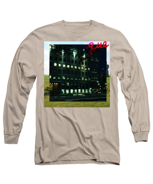 QUE Long Sleeve T-Shirt
