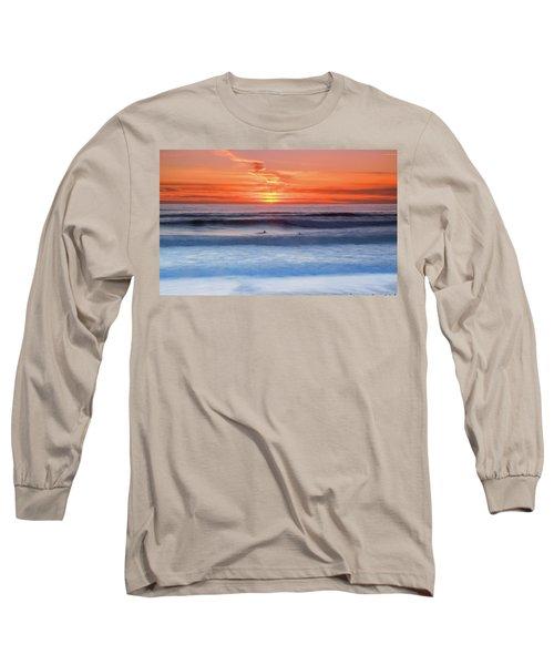 Wind Surfers Waiting For The Next Wave, Summerleaze Beach, Bude, Cornwall, Uk Long Sleeve T-Shirt