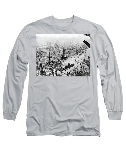 Long Sleeve T-Shirt featuring the photograph Tokyo Earthquake, 1923 by Granger