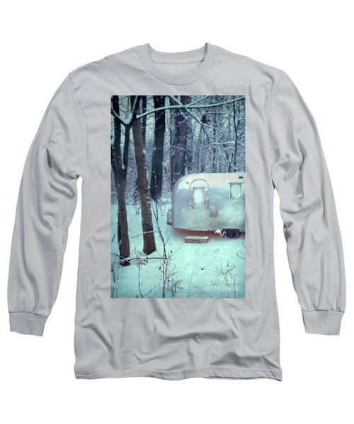 Airstream Trailer In Snowy Woods Long Sleeve T-Shirt