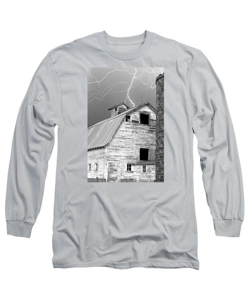 Black And White Old Barn Lightning Strikes Long Sleeve T-Shirt