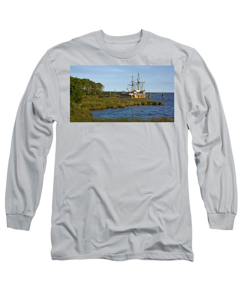 Long Sleeve T-Shirt featuring the photograph Elizabeth II In Port  by Greg Reed