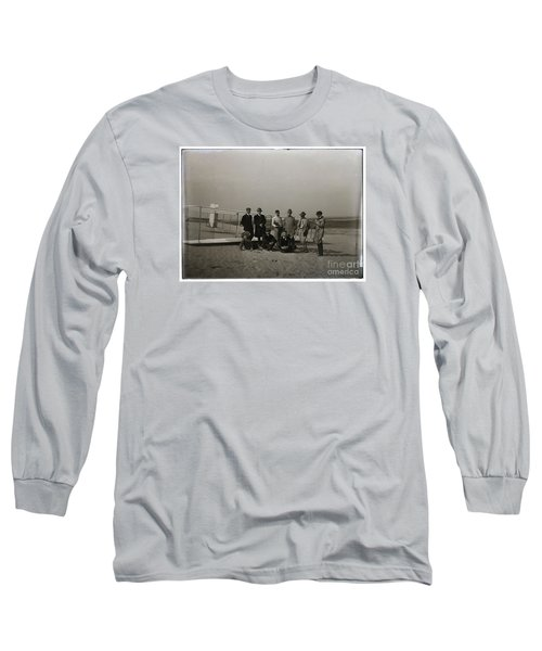 The Wright Brothers Group Portrait In Front Of Glider At Kill Devil Hill Long Sleeve T-Shirt by R Muirhead Art