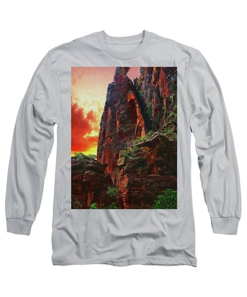 Sunrise In Canyonlands Long Sleeve T-Shirt