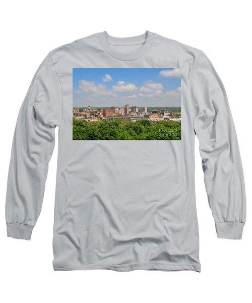 D39u118 Youngstown, Ohio Skyline Photo Long Sleeve T-Shirt