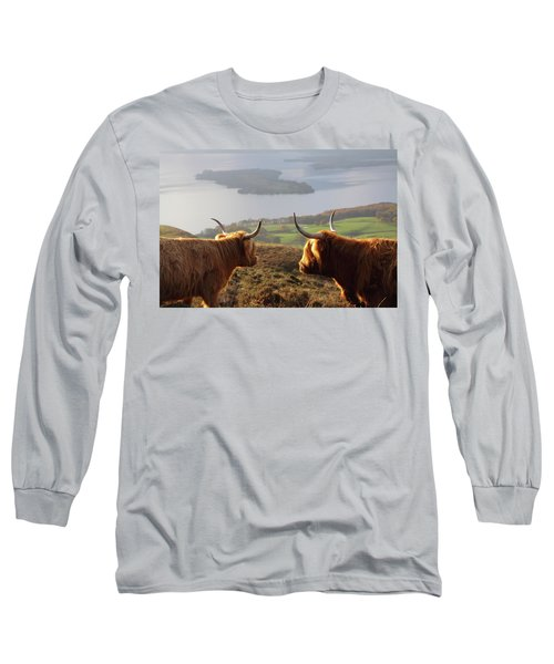 Enjoying The View - Highland Cattle Long Sleeve T-Shirt
