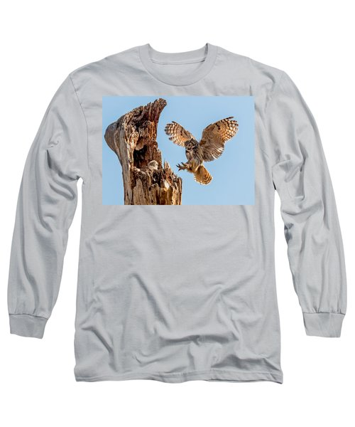 Great Horned Owl Returning To Her Nest Long Sleeve T-Shirt