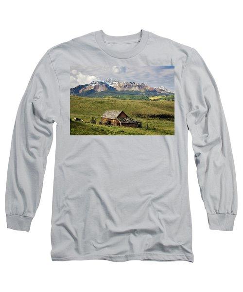 Old Barn And Wilson Peak Horizontal Long Sleeve T-Shirt