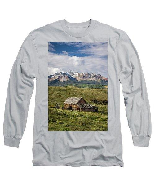 Old Barn And Wilson Peak Vertical Long Sleeve T-Shirt