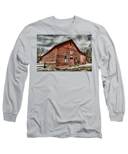 Long Sleeve T-Shirt featuring the photograph Old Barn In Roslyn Wa by Jeff Swan