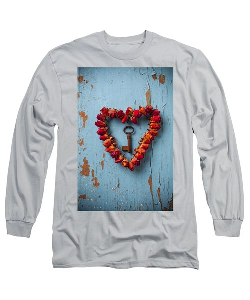 Small Rose Heart Wreath With Key Long Sleeve T-Shirt
