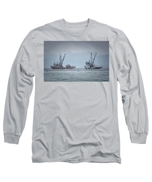 Long Sleeve T-Shirt featuring the photograph Western Gambler And Marinet by Randy Hall