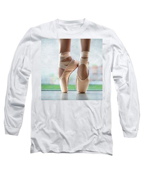 Ballet En Pointe Long Sleeve T-Shirt