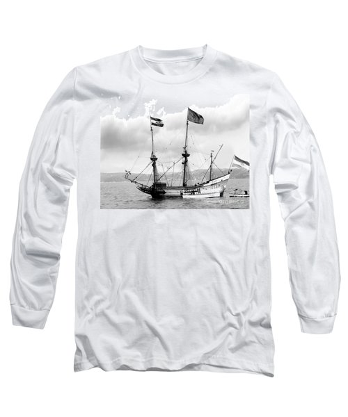 Half Moon Re-entered Hudson River After An Absence Of 300 Years In Black And White Long Sleeve T-Shirt