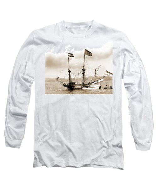 Half Moon Re-entered Hudson River After An Absence Of 300 Years In Sepia Tone Long Sleeve T-Shirt