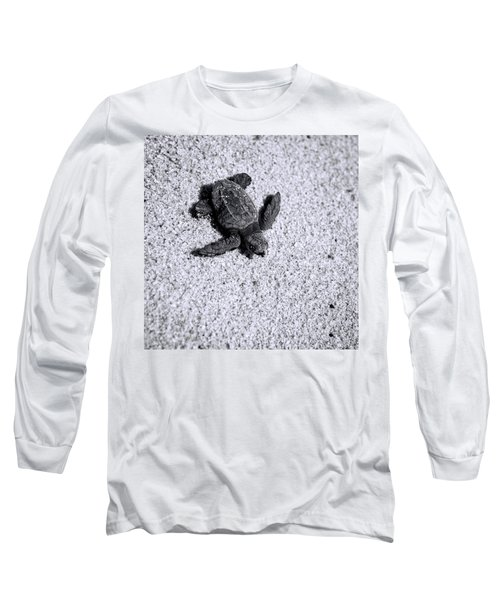 Sea Turtle In Black And White Long Sleeve T-Shirt by Sebastian Musial