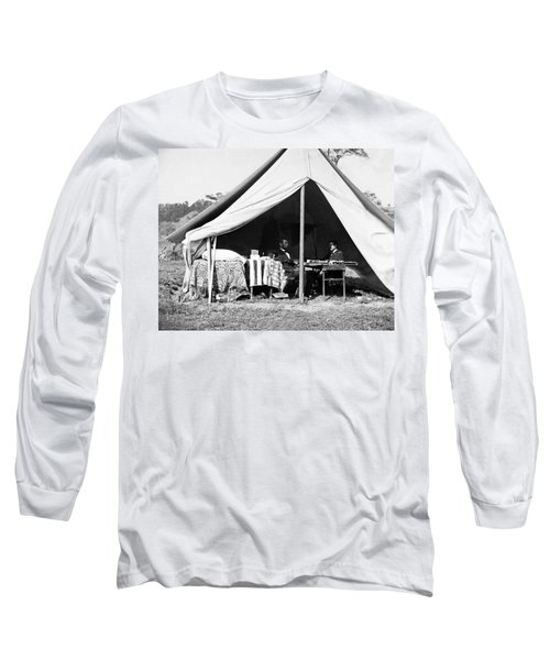 Long Sleeve T-Shirt featuring the photograph Abraham Lincoln Meeting With General Mcclellan - Antietam - October 3 1862 by International  Images