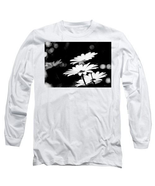 Daisies In Black And White Long Sleeve T-Shirt