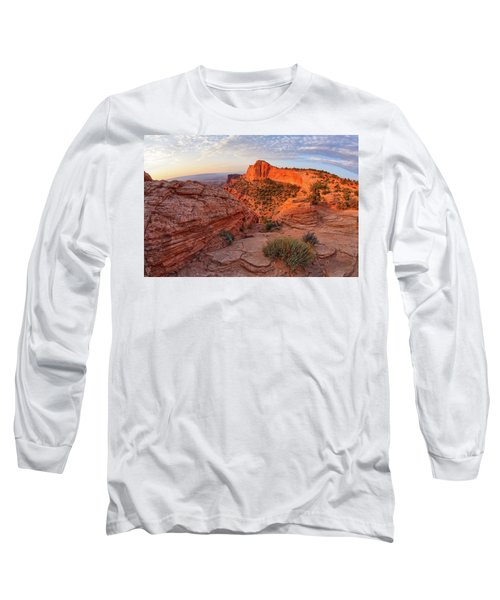 Mesa Arch Overlook At Dawn Long Sleeve T-Shirt