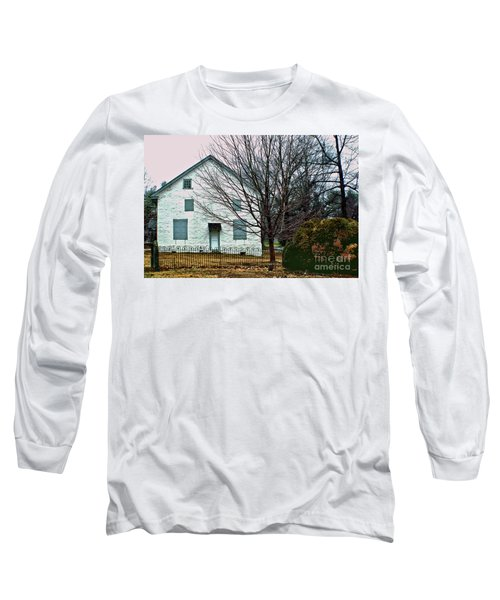 Long Sleeve T-Shirt featuring the photograph Old Kennett Mettinghouse by Sandy Moulder