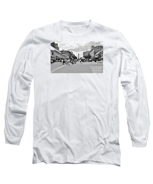 Old Montreal Jacques Cartier Square Long Sleeve T-Shirt