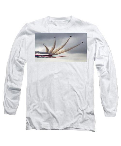 Raf Scampton 2017 - Red Arrows Preparing For Detonator Long Sleeve T-Shirt
