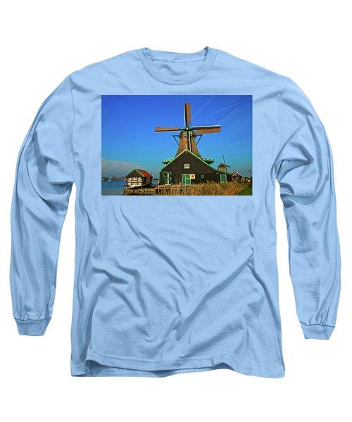 Long Sleeve T-Shirt featuring the photograph De Kat On De Zaan by Jonah  Anderson