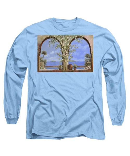 Fiori Bianchi Sulla Parete Long Sleeve T-Shirt