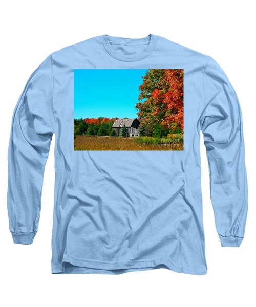 Old Barn In Fall Color Long Sleeve T-Shirt