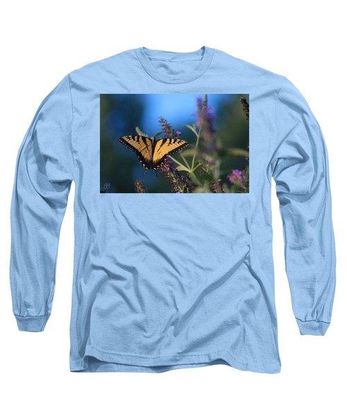 Long Sleeve T-Shirt featuring the photograph Summer Flight by Geri Glavis