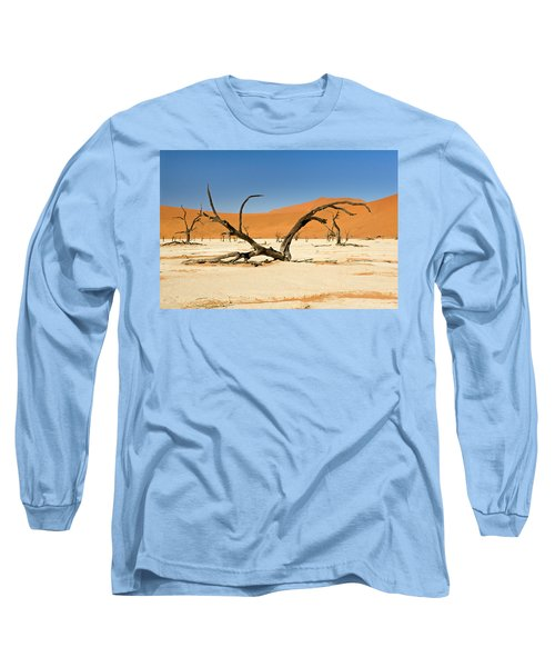 Deadvlei With Tree Long Sleeve T-Shirt by Aivar Mikko