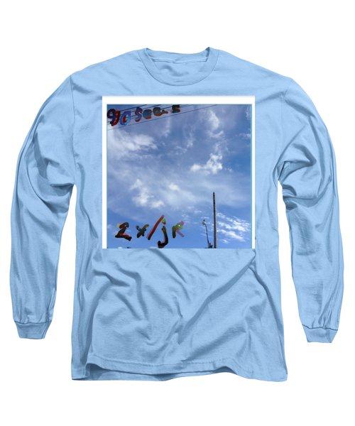 Quatre Vingt Dix Seconds Deux Fois Par Jour Long Sleeve T-Shirt