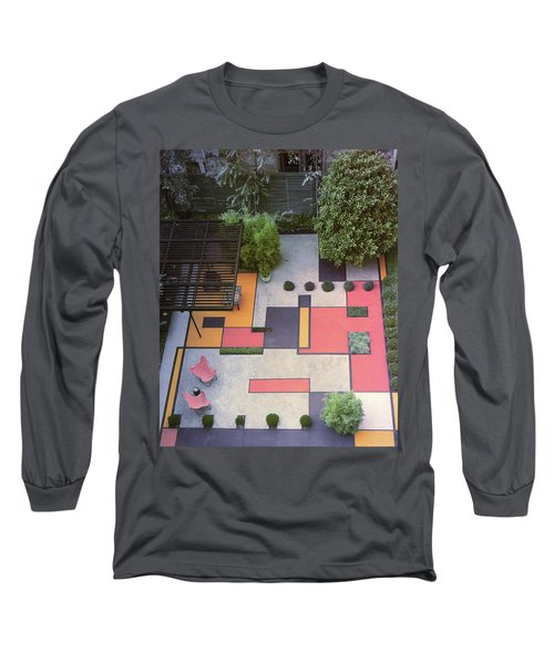A Garden With Colourful Landscaping In Dr Long Sleeve T-Shirt