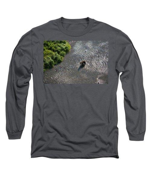 A Grizzly Bear Feasts On Sockeye Salmon Long Sleeve T-Shirt
