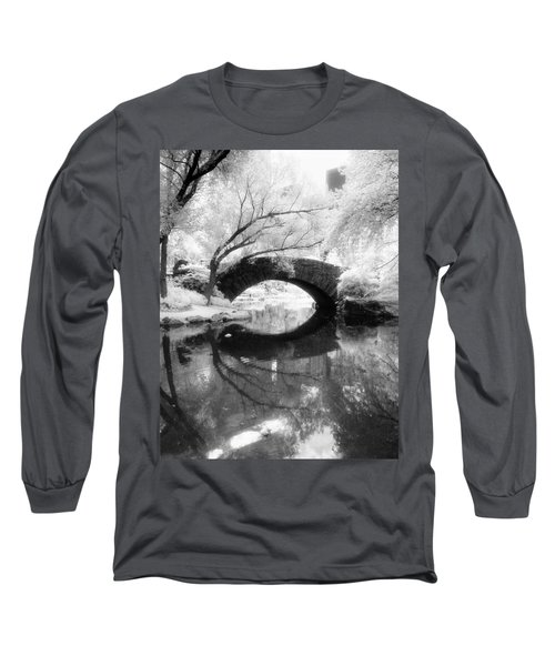 Central Park Photograph - Gapstow Bridge Vertical Long Sleeve T-Shirt