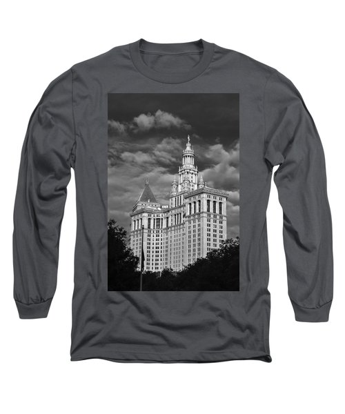 New York Municipal Building - Black And White Long Sleeve T-Shirt