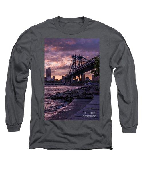 Nyc- Manhatten Bridge At Night Long Sleeve T-Shirt