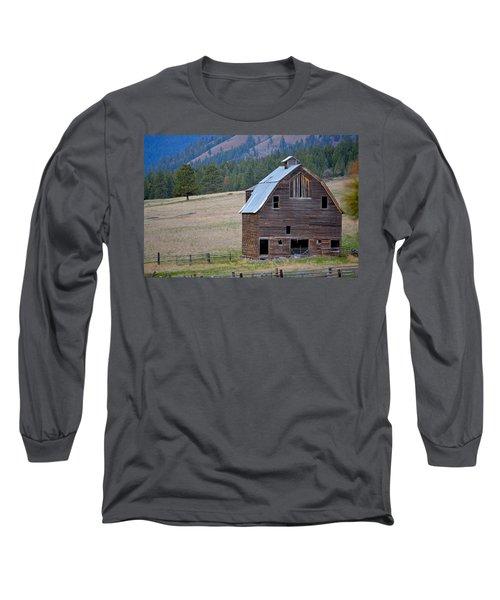 Old Barn In Washington Long Sleeve T-Shirt
