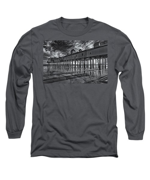Old Orchard Beach Pier Bw Long Sleeve T-Shirt