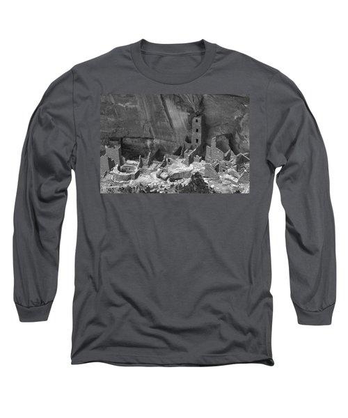 Square Tower At Mesa Verde Bw Long Sleeve T-Shirt