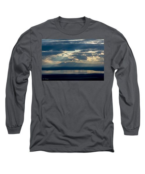 Sunset Rays Over Mount Susitna Long Sleeve T-Shirt